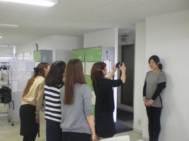 平成25年度版 社員の顔写真 撮影風景☆