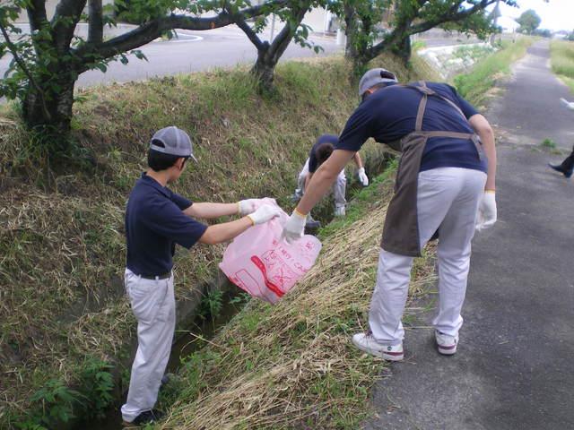 地域清掃奉仕活動 (町を美しくする運動)
